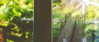 Как клеить пленку на окна: солнцезащитное, тонировочное, зеркальное, витражное и другие покрытия